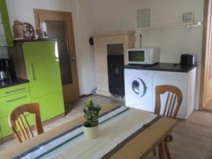 Küche mit Geschirrspühler